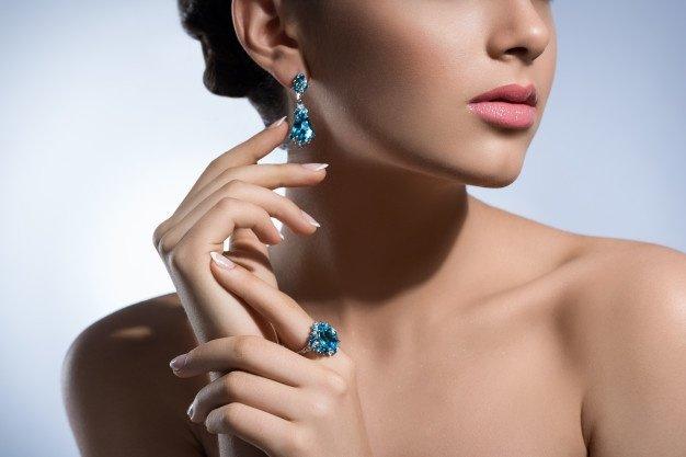 Mujer con joyas regalos sugardaddy