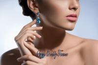 fille avec des bijoux