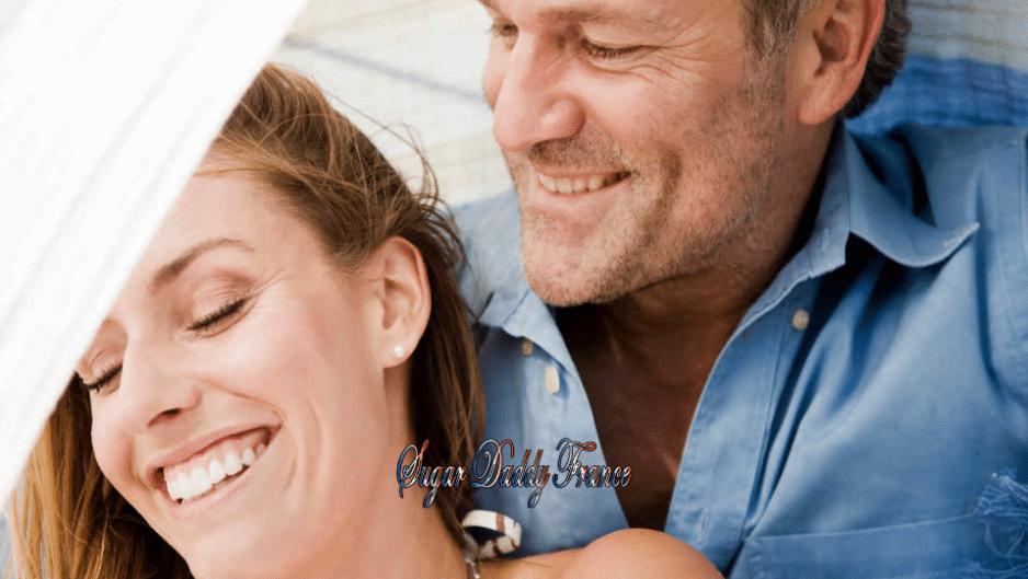 jeune homme et fille sourient