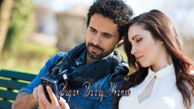 homme et femme avec téléphone portable