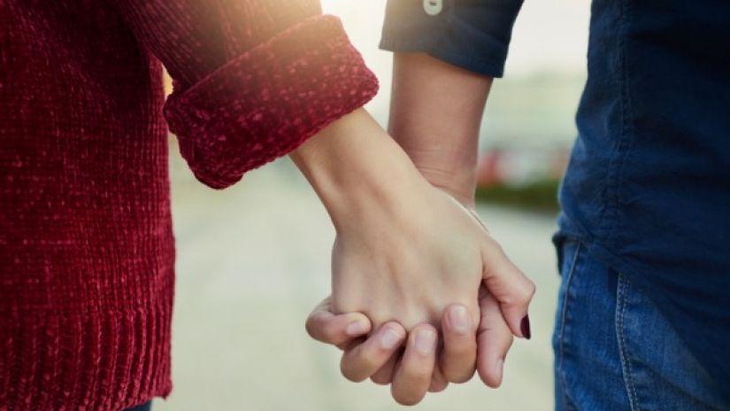 Se tenir la main l'amour